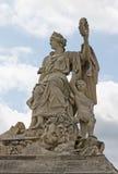 Eine Statue am Eingang zum Palast von Versaill Lizenzfreie Stockbilder