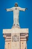 Eine Statue und ein blauer Himmel Stockfoto