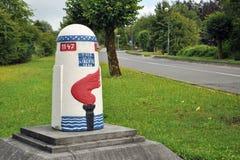 Eine Steinmarkierung der Freiheit-Straße lizenzfreies stockbild