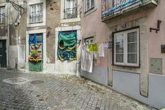Eine Straße in Alfama-Bezirk in Lissabon Lizenzfreies Stockbild