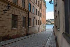 Eine Straße bei Riddarholmen, ein Teil der alten Stadt Stockholms lizenzfreie stockbilder