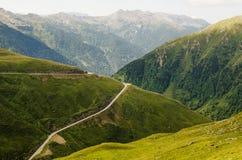 Eine Straße in den Hügeln von Alto Adige Lizenzfreie Stockbilder