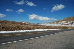 Eine Straße im Estes Park Lizenzfreie Stockfotos