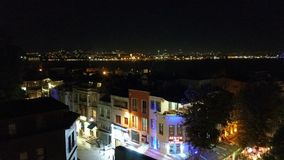 Eine Straße in Istanbul in der Nacht Stockfotos