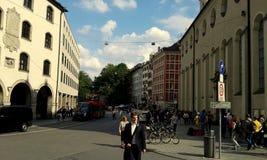Eine Straße in München lizenzfreie stockfotografie