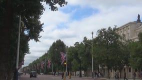 Eine Straße mit BRITISCHEN Flaggen
