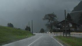 Eine Straße unter der Flut an einem Sommernachmittag stock video