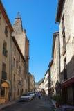 Eine Straße in Villefranche-De-Conflent, Languedoc-Roussillon, Frankreich stockbild