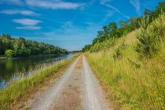 Eine Straße zur wilden Natur, Deutschland lizenzfreie stockfotos