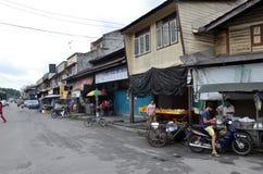 Eine Streetscapeansicht von Gebäuden in Sungai Siput, Malaysia stockfotos
