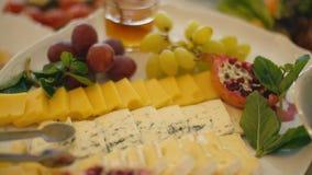 Eine Tabelle des Lebensmittels stock video