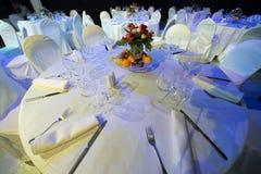 Eine Tabelle gründete durch einen Catering in einem Restaurant Lizenzfreie Stockfotos