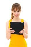 Eine Tablette in der Hand anhalten stockbild