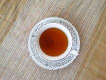 Eine Tasse Tee auf Baumwollgewebe Stockbild
