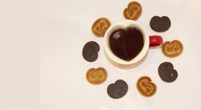 Eine Tasse Tee in Form eines Herzens mit Raum zum Text auf dem links Lizenzfreie Stockfotos
