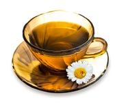 Eine Tasse Tee mit einer Kamille Stockfotografie