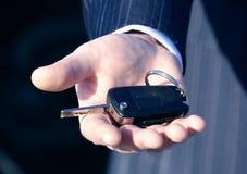 Eine Taste zum neuen Auto für Geschäft stockbild