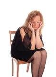 Eine traurige schauende blonde Frau Lizenzfreie Stockbilder