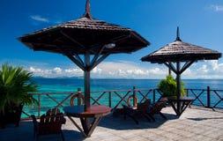 Eine tropische Rücksortierung der synthetischen Kapalai Insel Stockbild