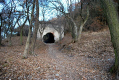 Eine Tunnelfestung im Herbst Stockbild