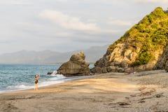 Eine typische Ansicht in Santa Marta in Kolumbien lizenzfreies stockbild