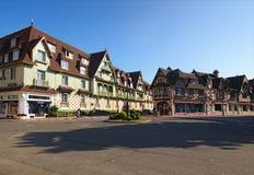 Eine typische Straßenecke in der Stadt von Deauville, Calvados Abteilung von Normandie, Frankreich Lizenzfreie Stockbilder