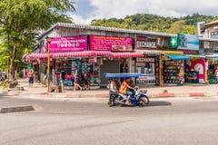 Eine typische Szene in AO Nang in Thailand lizenzfreie stockbilder