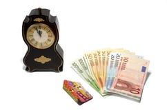Eine Uhr, ein Haus und Geld Lizenzfreie Stockfotografie