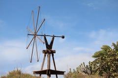 Eine unbenutzte Windmühle stockfoto