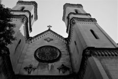 Eine unerwartete Perspektive der katholischen Kathedrale in Spanien, Schwarzweiss-Version lizenzfreie stockbilder