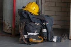 Eine Uniform in einem Stapel stockfotos