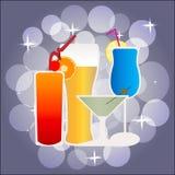 Eine Vektorillustration mit Cocktails und Bier Lizenzfreie Abbildung