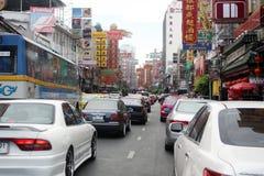 Eine verkehrsreiche Straße in Bangkok, Thailand Stockbilder