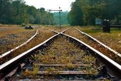 Eine verlassene Eisenbahn in der italienischen Landschaft lizenzfreie stockfotos