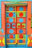 Eine verrückte farbige Tür in Burano, Venedig Stockbild