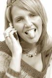 Eine verrückte Frau mit Telefon Lizenzfreie Stockfotos