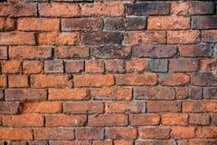Eine verschlechternde alte Backsteinmauer konnte Gebrauch ein Hintergrund sein oder wie Stockfotos