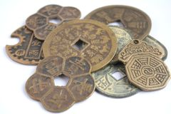 Eine Vielzahl der verschiedenen chinesischen Münzen stockfotografie