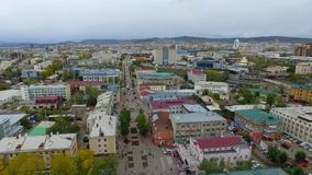 Eine Vogelperspektive der Straße der Stadt von Ulan-Ude, Russland, Republik von Burjatien stock video footage