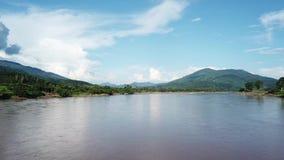 Eine Vogelperspektive von einem Brummen vom Mekong, stock footage