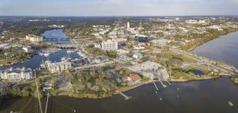 Eine Vogelperspektive von im Stadtzentrum gelegenem Melbourne, Florida Stockbilder