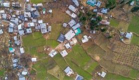 Eine Vogelperspektive von PULGHA-DORF Himachal Pradesh lizenzfreie stockfotografie