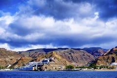 Eine vulkanische Landschaft von Gran Canaria vom Ozean lizenzfreies stockfoto