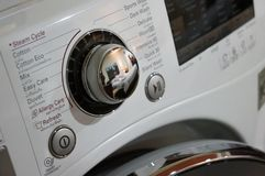 Eine Wäschereimaschine lizenzfreie stockfotografie