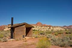 Eine Wölbungstoilette in der Wüste Stockfotografie