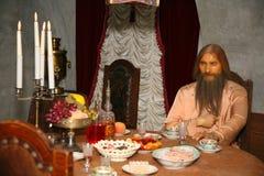 Eine Wachsfigur des gealterten Mannes Grigory Rasputin Der Mord an Rasputin am Yusupov-Palast - Rekonstruktion der Wachsfiguren Stockfotografie