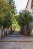 Eine walkay Straße, die aufwärts in Italien führt Stockfotografie
