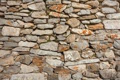 Eine Wand aufgebaut mit Steinen stockfotografie