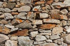 Eine Wand aufgebaut mit Steinen stockbild