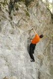 Eine Wand oben klettern Stockfotos